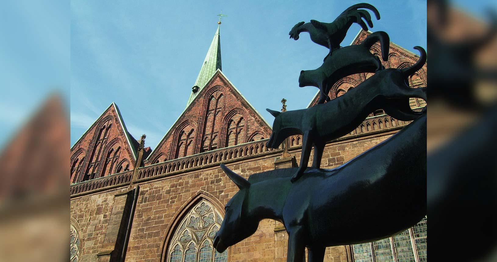 Bremer Stadtmusikanten vor Unserer Lieben Frauen Kirche im Anschnitt